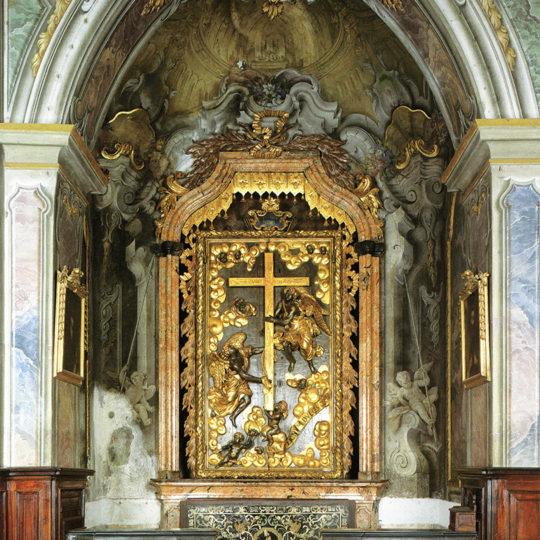 http://www.museoduomomonza.it/wp-content/uploads/2016/12/altare-1-540x540.jpg