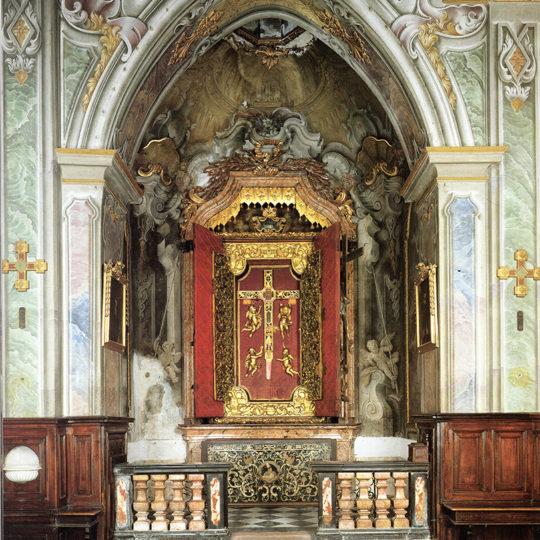 http://www.museoduomomonza.it/wp-content/uploads/2016/12/altare-2-540x540.jpg